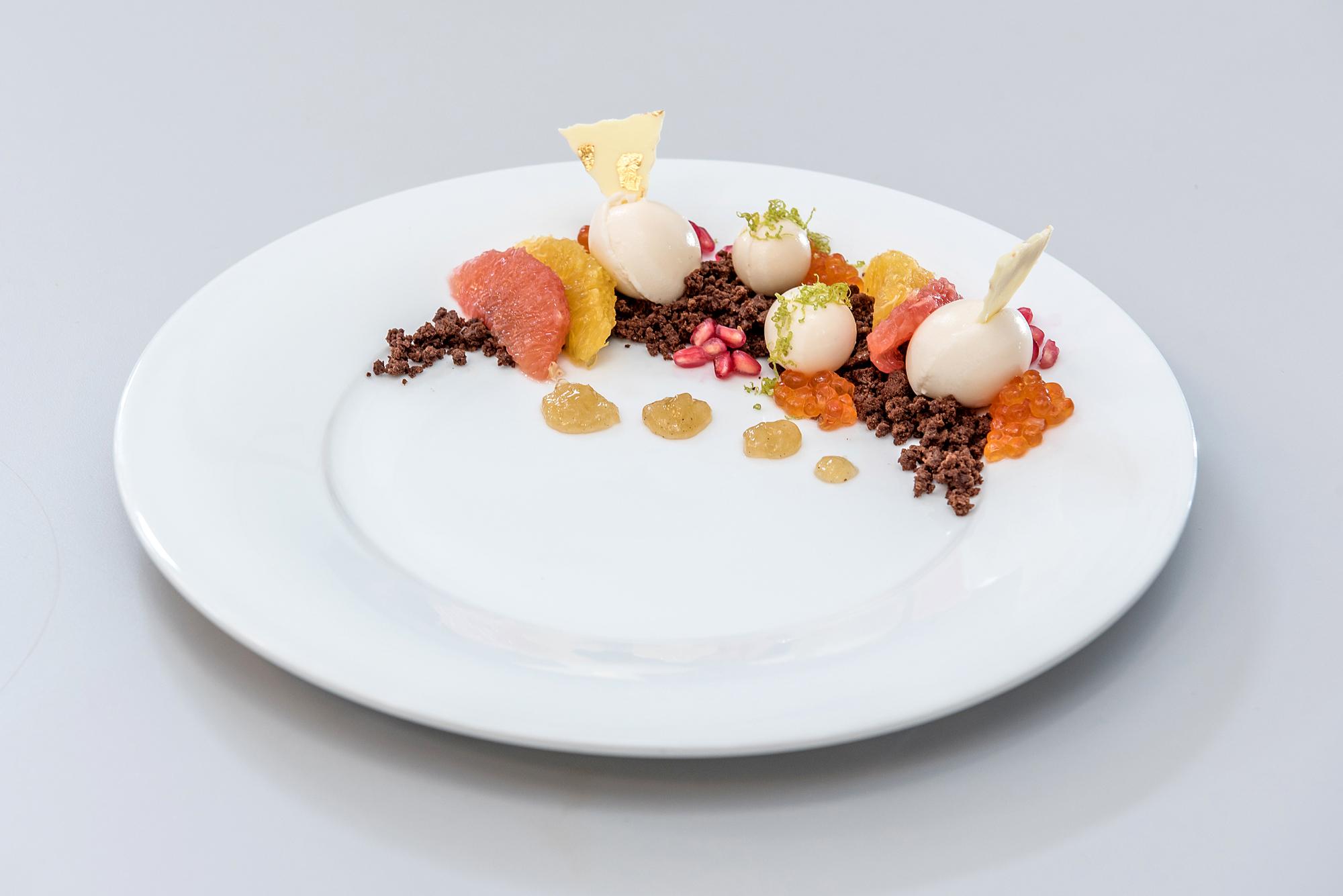 Tengeri tányérdesszert csoki és pezsgő mousse-szal és kaviárral