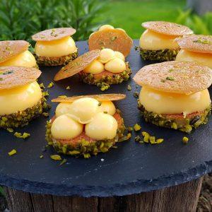 Narancsos kupolák pisztáciával és karamell tallérokkal - Grill-Ázs